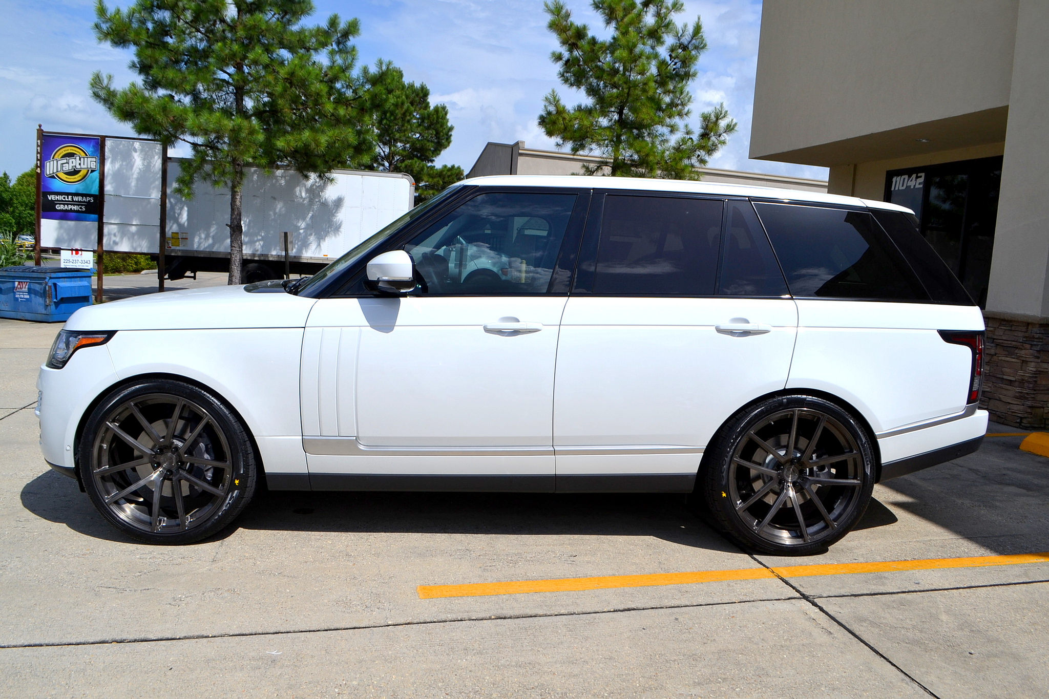 "Full Size Range Rover on 24"" Velos Solo V Forged Wheels"